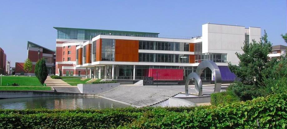 Versailles Saint-Quentin-en-Yvelines University